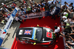 Race winner Robert Huff, SEAT Leon WTCC, ALL-INKL.COM Munnich Motorsport celebrates