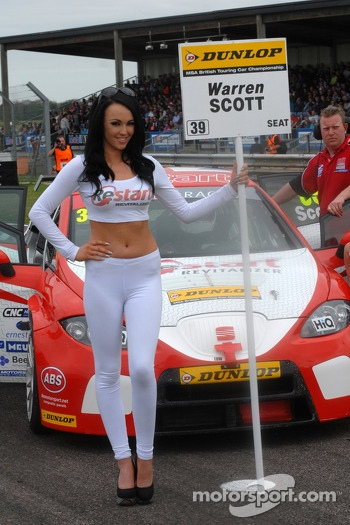 Team BMR Restrat Racing Grid girl