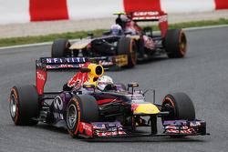Sebastian Vettel, Red Bull Racing leads Daniel Ricciardo, Scuderia Toro Rosso