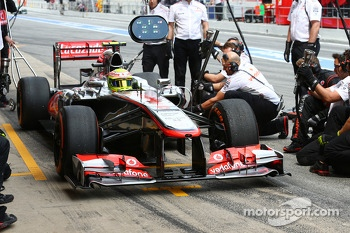 Sergio Perez, McLaren has a new front wing fitted