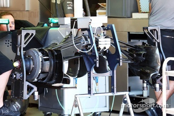 Mercedes AMG F1 W04 front suspension detail