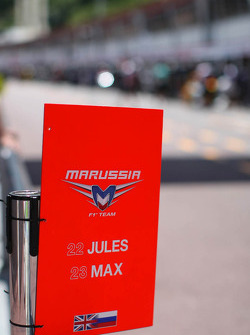Marussia F1 Team pit stop approach warning board