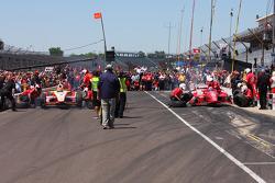 Helio Castroneves, Team Penske Chevrolet vs Dario Franchitti, Target Chip Ganassi Racing H