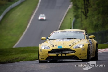 #5 Aston Martin Test Centre Aston Martin Vantage V12 (SP8): Oliver Mathai, Richard Meaden, Peter Cate, Andreas Gülden