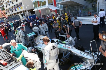 Nico Rosberg, Mercedes AMG F1 W04 on the grid as the race is stopped
