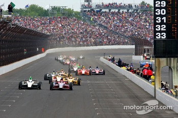 Restart: Marco Andretti and Ed Carpenter lead