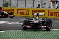 Esteban Gutierrez, Sauber C32 runs wide at the final chicane