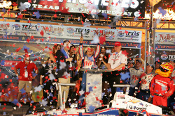 Race winner Helio Castroneves, Team Penske Chevrolet celebrates