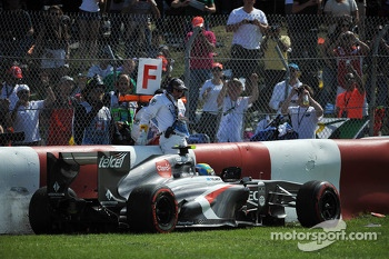 Esteban Gutierrez, Sauber C32 crashes out of the race