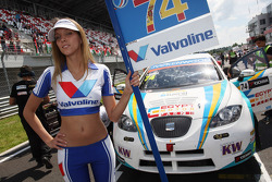 The Grid Girl of Pepe Oriola, SEAT Leon WTCC, Tuenti Racing
