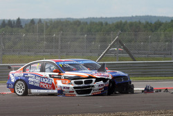 Crash,  Charles Ng, BMW E90 320 TC, Liqui Moly Team Engstler and Fredy Barth, BMW E90 320 TC, Wiechers-Sport
