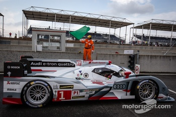 #1 Audi Sport Team Joest Audi R18 e-tron quattro: Marcel Fässler, Andre Lotterer, Benoit Tréluyer takes the green flag to start the first practice session