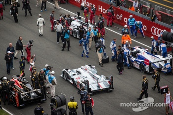 #2 Audi Sport Team Joest Audi R18 e-tron quattro: Tom Kristensen, Allan McNish, Loic Duval heads to its starting position