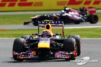 Mark Webber, Red Bull Racing RB9 leading Jean-Eric Vergne, Scuderia Toro Rosso STR8