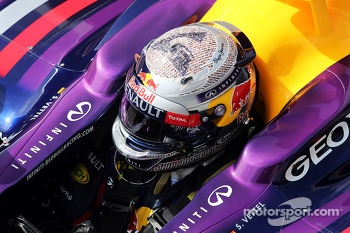 Sebastian Vettel, Red Bull Racing RB9 with special helmet