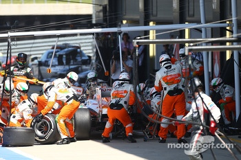 Paul di Resta Sahara Force India F1 pit stop