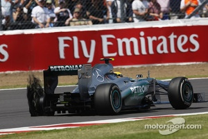 Lewis Hamilton Mercedes AMG F1 W04 with a rear Pirelli tyre puncture