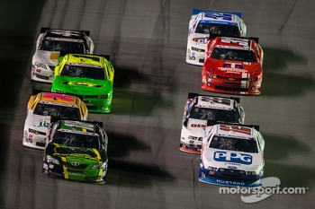 Matt Kenseth and Sam Hornish Jr. battle for the lead