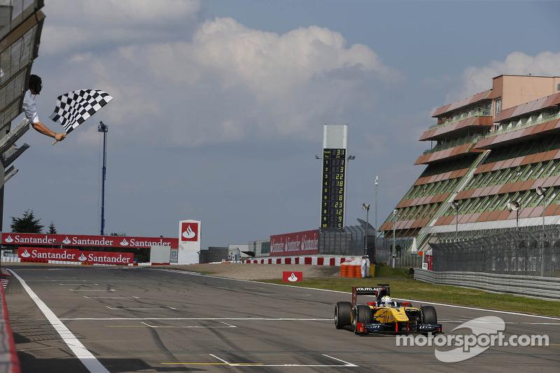Marcus Ericsson takes the win