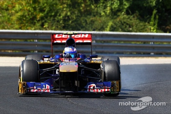Daniel Ricciardo, Scuderia Toro Rosso STR8 locks up under braking
