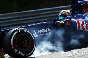 Jean-Eric Vergne, Scuderia Toro Rosso STR8 locks up under braking