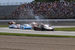 Start: #10 Wayne Taylor Racing Corvette DP: Max Angelelli, Jordan Taylor leads