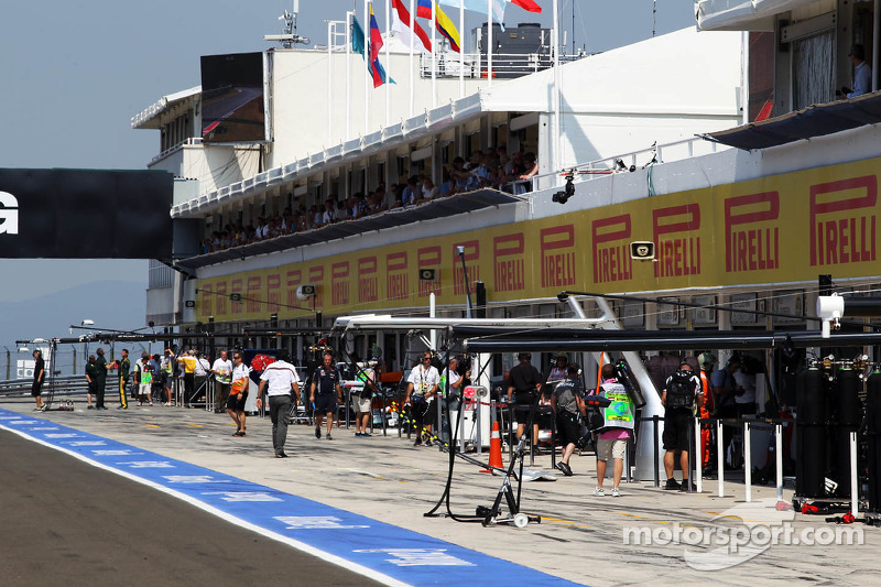The pitlane during the third practice session