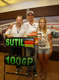 Adrian Sutil, Sahara Force India F1 celebrates his 100th GP with girlfriend Jennifer Becks, and his Manager Manfred Zimmerman, CMG