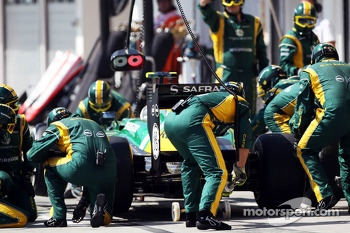 Giedo van der Garde, Caterham CT03 makes a pit stop