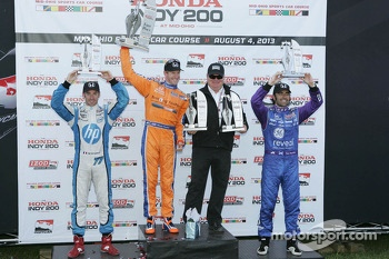 Race winner Charlie Kimball, Novo Nordisk Chip Ganassi Racing Honda, second place Simon Pagenaud, Schmidt Peterson Motorsport Honda, third place Dario Franchitti, Target Chip Ganassi Racing Honda