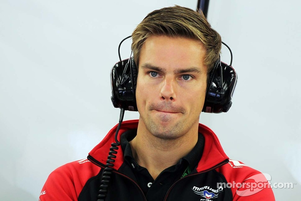 The 31-year old son of father (?) and mother(?), 172 cm tall Tom Chilton in 2017 photo