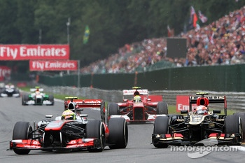 Sergio Perez, McLaren and Romain Grosjean, Lotus F1 battle for position
