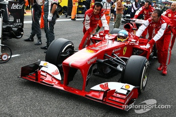 Fernando Alonso, Ferrari F138 on the grid