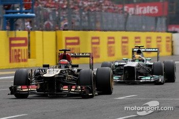 Kimi Raikkonen, Lotus F1 Team and Lewis Hamilton, Mercedes Grand Prix
