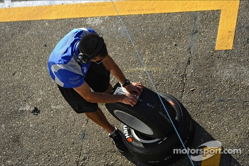 Team Crew Member of CARLIN removes patch from the tire