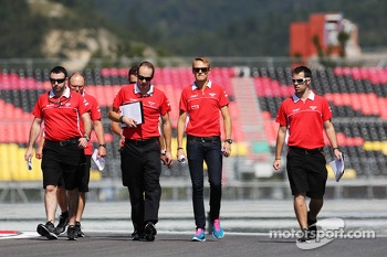 Max Chilton, Marussia F1 Team walks the circuit with the team