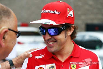 Fernando Alonso, Ferrari with Pat Behar, FIA Photographers Delegate, on the drivers parade