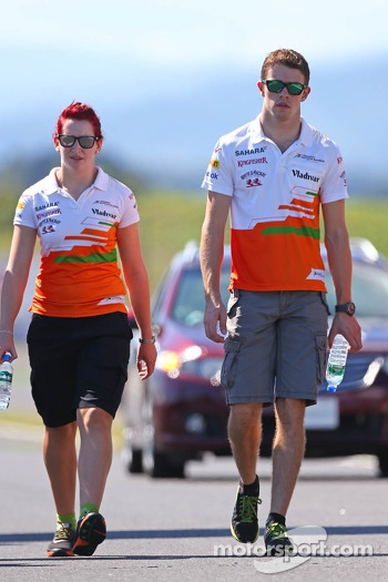 Paul di Resta, Sahara Force India F1 walks the circuit with the team
