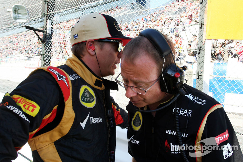 (L to R): Kimi Raikkonen, Lotus F1 Team with Mark Slade, Lotus F1 Team Race Engineer on the grid