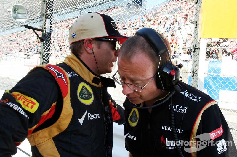 (L to R): Kimi Raikkonen, Lotus F1 Team with Mark Slade, Lotus F1 Team Race Engineer on the grid