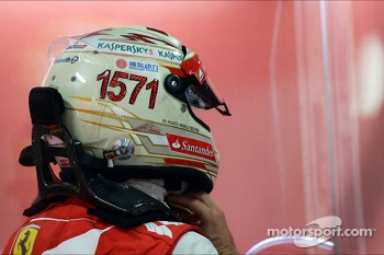 Fernando Alonso, Ferrari with a helmet celebrating his record F1 points haul