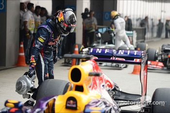 Pole sitter Sebastian Vettel, Red Bull Racing cools the brakes on his Red Bull Racing RB9 in parc ferme