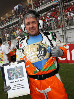 Neil Dickie, Sahara Force India F1 Team on the grid