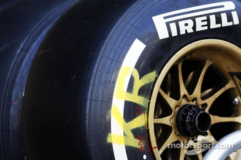Pirelli tyre for Kimi Raikkonen, Lotus F1 Team