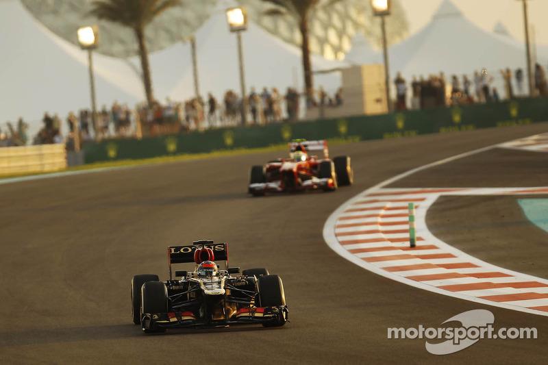 Kimi Raikkonen, Lotus F1 E21 leads Felipe Massa, Ferrari F138