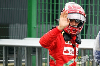 Felipe Massa, Ferrari waves to the crowd in parc ferme