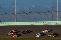 Kevin Harvick, Richard Childress Racing Chevrolet, Greg Biffle, Roush Fenway Racing Ford and Juan Pablo Montoya, Earnhardt Ganassi Racing Chevrolet lead a group of cars