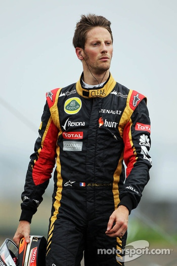 Romain Grosjean, Lotus F1 Team walks back to the pits after he retired from the race with a blown engine