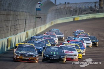 Restart: Kyle Busch and Matt Kenseth lead the field
