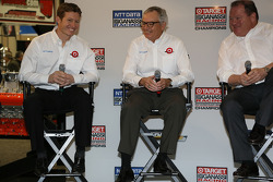 Ryan Briscoe, Mike Hull and Chip Ganassi